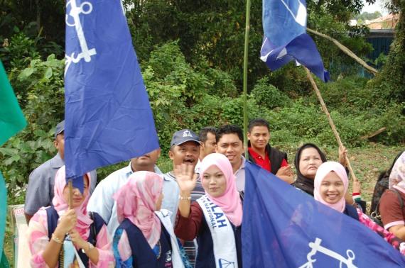 Lambaian, senyuman dan rayuan Puteri Umno