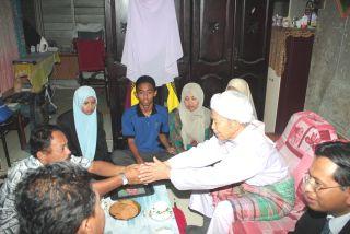 Tok Guru ziarah keluarga Madihah