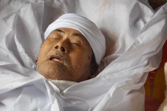Allahyarham Pak Suhil selepas dimandi dan dikapan.