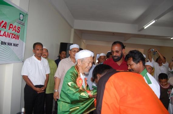 Masyarakat India Perak menghormati Tok Guru Nik Aziz