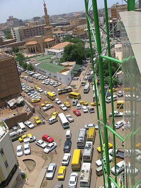 Kesesakan lalulintas di tengah bandar Khartoum