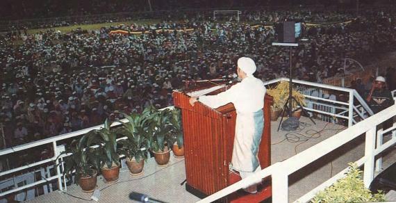 Berucap di rapat umum mengutuk kezaliman Serbia ke atas Bosnia, 1994.