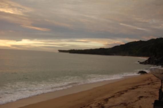 Tsunami muncul melalui pantai ini