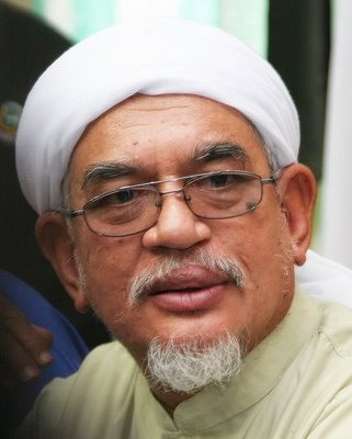 https://towardsmardhatillah.files.wordpress.com/2010/01/hj-hadi-awang.jpg